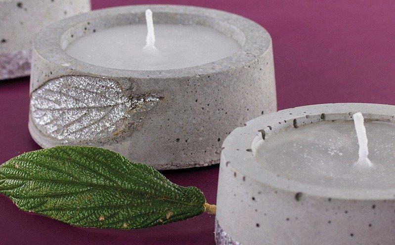 Beton-Kerzenlicht mit Blattmuster