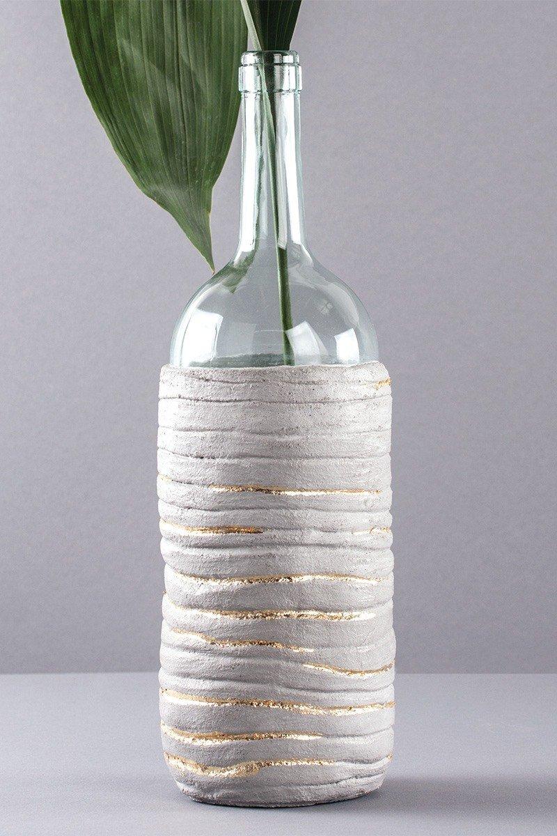 Flaschenvase mit Linienmuster