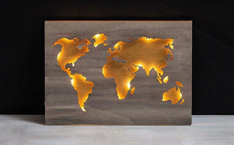 Holz-Weltkarte beleuchtet – Bastelidee – Rayher
