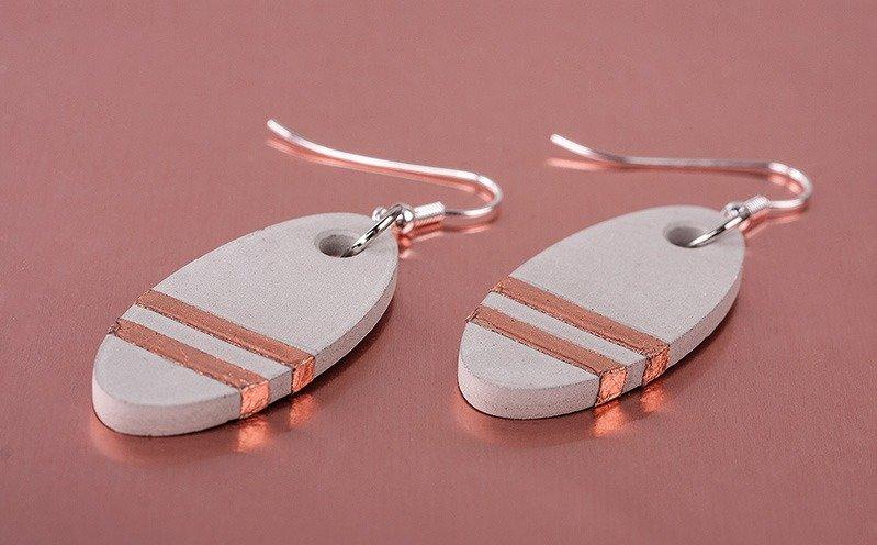 Kupferfarbene ovale Ohrringe