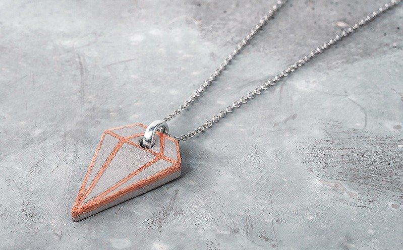Kupferfarbener Diamant-Schmuckanhänger