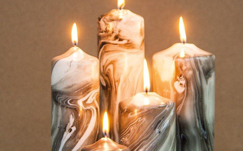 Marmorierte Kerzen