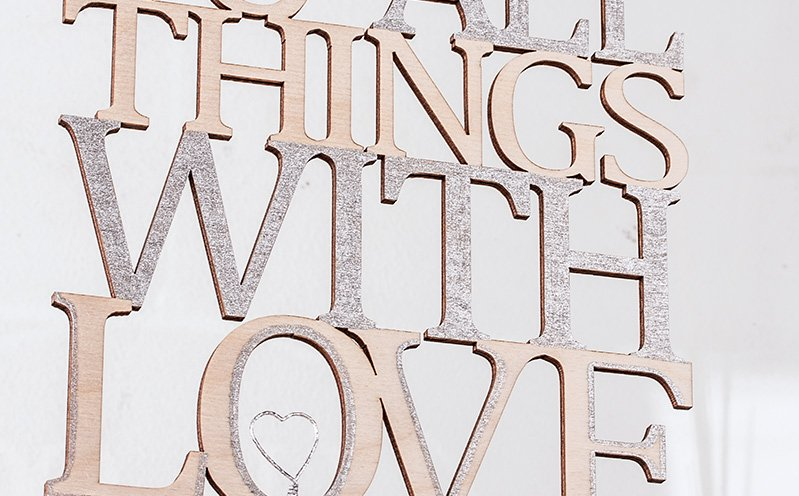 "Metallring mit Holzschrift ""Do more of what makes you happy"""