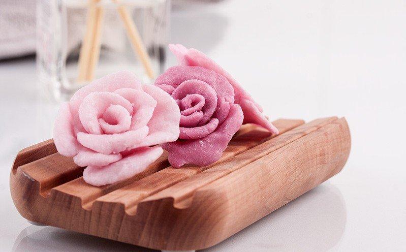 Rosafarbene Rosen-Knetseife